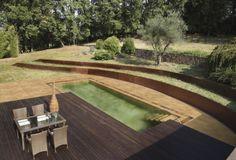 Piscina natural en color palma de la serie natural combinada con terraza y rejilla de IPE.  #rosagres #natural #designpools #totalcoordination #outdoorsdesign #gresporcelanico #porcelainstoneware #trend