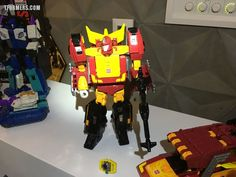 #SDCC17 2017 - Power Of The Primes Photos From The Hasbro Breakfast! Rodimus Prime, Darkwing & Dreadwind, Jazz, More!