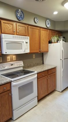 100+ Cream Colored Kitchen Cabinets with White Appliances - Backsplash Ideas for Small Kitchen Check more at http://cacophonouscreations.com/cream-colored-kitchen-cabinets-with-white-appliances/
