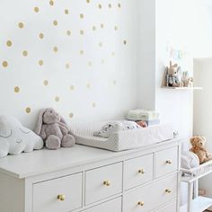 Seeing dots? Don't be alarmed! It's only a darling dot wallpaper in this nursery posted by @xeniaolivia. Double tap if you adore it!