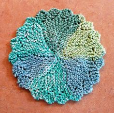 Perfect One-Ounce Dishcloth - FREE Patterns: Knitlist Lacy Round Dishcloth Knitted Dishcloth Patterns Free, Knitted Washcloths, Crochet Dishcloths, Knitting Patterns Free, Free Knitting, Free Pattern, Crochet Patterns, Knit Crochet, Knitted Bags