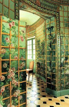 Beautiful Green Room!