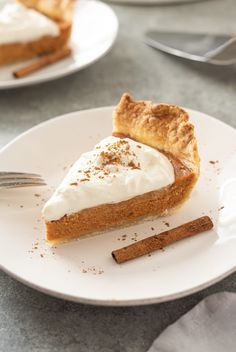 Learn how to make pumpkin pie from scratch with only a few simple ingredients!.  This homemade pumpkin pie has a flaky pie crust, fresh pumpkin filling and plenty of pumpkin pie spice! I'm posting earlier this week for two reasons.  (1) Thanksgiving week starts tomorrow, and (2) you need this pumpkin pie from scratch recipe … Pumpkin Pie Crust Recipe, Homemade Pumpkin Puree, Pumpkin Pie Bars, Pie Crust Recipes, Pumpkin Pie Recipes, Canned Pumpkin, Pumpkin Spice, Pumpkin Pie From Scratch, How To Make Pumpkin