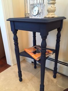 End table Annie Sloan Napoleonic Blue, clear wax, dark wax glaze