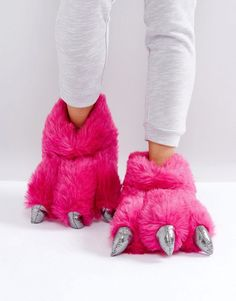 Buy Loungeable Monster Claw Slipper at ASOS. With free delivery and return options (Ts&Cs apply), online shopping has never been so easy. Get the latest trends with ASOS now. Latest Shoes, New Shoes, Monster Slippers, Cute Slippers, Everyday Shoes, Cute Sandals, Pajamas Women, Sock Shoes, Lounge Wear