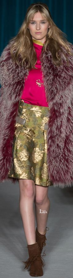Fall 2015 Ready-to-Wear Matthew Williamson Bias Cut Dress, 2016 Fashion Trends, Fur Clothing, Haute Couture Fashion, Matthew Williamson, Fashion Show, Fashion Design, Look Chic, Autumn Winter Fashion
