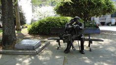 Bronze sculpture of old couple in Decatur (GA)