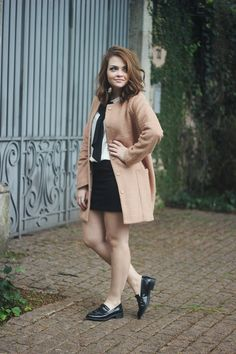 Karol Pinheiro is under construction Gossip Girl, New Year Look, Street Looks, Vogue, Glamour, Ideias Fashion, Style Inspiration, How To Wear, Jackets