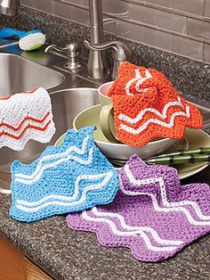 Easy Chevron Dishcloth pattern by Kim Guzman