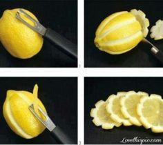 Als je schijfjes citroen ergens bij wilt serveren, bijvoorbeeld bij een verse kop thee of een heerlijk stuk zalm, dan is het wel zo leuk om die schijfjes citroen en er net even anders uit te laten zien. Je kunt heel creatief met citroen zijn, zo kun je bijvoorbeeld onderstaande mooie bloemvormpjes eruit snijden. Een hele kleine handeling, maar met groots effect.