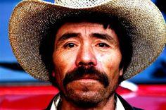 Personajes:  Indalecio- Indalecio es de 40 anos y tenia una esposa y un hijo.  Indalecio vivio en el carcel para 15 anos.  En el final de la  cuento, Indalecio va a Uruguay.
