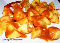 Varomeando: Brave potatoes - patatas al horno - Snack Recipes, Snacks, Spanish Food, Fruit Salad, Sweet Potato, Chips, Appetizers, Potatoes, Dinner
