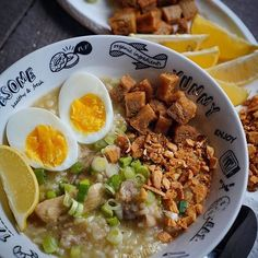 Arrozcaldo anyone? I love mine with deep fried tofu and toasted garlic! Grilled Vegetable Salads, Grilled Vegetables, Filipino Recipes, Filipino Food, Pinoy Food, Adobong Pusit, Deep Fried Tofu, Beef Stew Meat