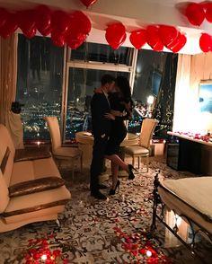Romantic Surprise for Her Romantic Surprises For Him, Romantic Room Surprise, Surprises For Her, Romantic Night, Romantic Dates, Romantic Dinners, 18th Birthday Gifts For Girls, Birthday Surprise For Girlfriend, Surprise Boyfriend