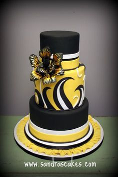 Very vibrant black and yellow cake