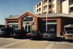 Hobee's Montague, located at 680 River Oaks Parkway in San Jose's River Oaks Plaza, opened in August 1994.