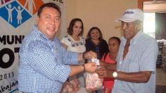 """Alcalde panista de Motul reparte """"huesos con carnita"""""""