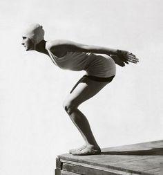 George Hoyningen-Huene captures a model on the brink of a dive. July 6, 1929. S)