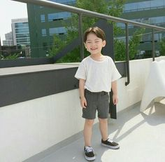 Image about baby in kids by Anouluck on We Heart It Little Boy Outfits, Little Boy Fashion, Kids Fashion Boy, Kids Outfits Girls, Toddler Fashion, Toddler Outfits, Baby Boy Outfits, Cute Asian Babies, Korean Babies