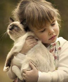 Heart-warming. #pet #photography #kitten
