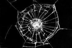 Трещина на оконном или ином большом стекле – серьезная неприятность. И как известно даже небольшая трещина, может продвигаться дальше и часто приводит к трещине на все стекло. Однако если повреждение относительно не велико, проблему можно решить довольно быстро и просто. И ваше стекло прослужит вам еще не один год. Содержание статьи1 Сперва стекло2 Следующий этап:3 […]
