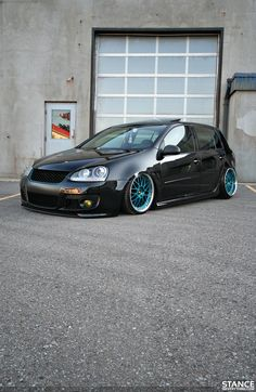 Teal rims, accents and super low?? I Like. Speed bumps must be a pain though....