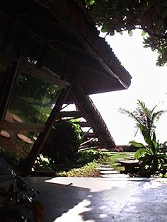 Moon Dust Residence, Madh Island: View of the garden looking to the beach from beneath deep roof overhangs | Archnet