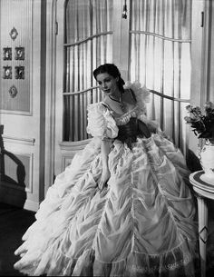 Loretta Young in one of her famous entrances. Old Hollywood Movies, Old Hollywood Glamour, Classic Hollywood, Hollywood Style, Hollywood Actresses, Loretta Young, Classic Movie Stars, Classic Movies, Glamour Movie