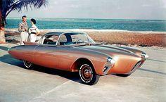 Rennboot, Rakete - der Bug des Oldsmobile Golden Rocket weckt mehrere Assoziationen. Für ein Auto des Jahres 1956 jedenfalls war der Zweisitzer extrem futuristisch.