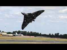 The Last Avro Vulcan Bomber Flying Just Pulled Off An Amazing Stunt