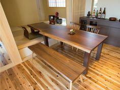 友人を招いて大人数での食事の時は、和室とダイニングに繋がります。 テーブルと丁度良い高さになるように、和室の床を上げています。|インテリア|カウンター|ダイニング|おしゃれ|壁面収納|ウッド|リビング|