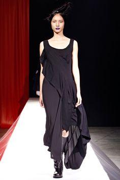Yohji Yamamoto Spring 2012 Ready-to-Wear Fashion Show