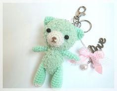 He encontrado este interesante anuncio de Etsy en https://www.etsy.com/es/listing/185054510/amigurumi-bear-keychain-ooak-ready-to