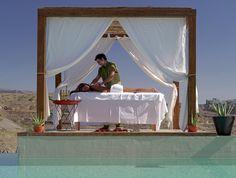 ESP: Masaje al aire libre / EN: Opened-air massage. Aloe Spa (Gran Canaria).