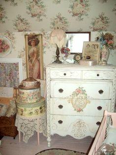 Lady-Gray-Dreams extra bedroom minus the wallpaper