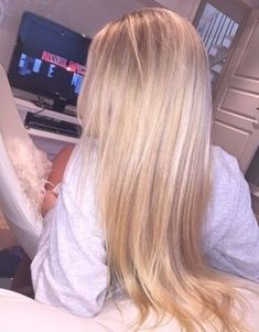 Shop our online store for blonde hair wigs for women.Blonde Wigs Lace Frontal Hair Creamy Blonde Hair From Our Wigs Shops,Buy The Wig Now With Big Discount. Coiffure Hair, Creamy Blonde, Frontal Hairstyles, Blonde Wig, Ash Blonde, Blonde Highlights, Soft Blonde Hair, Blonde Hair Goals, Blonde Color