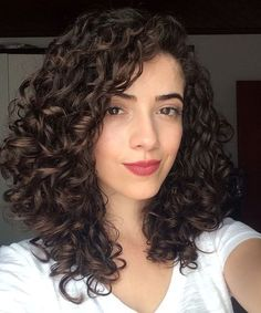Perfect medium sized curly hairstyles for women to create a .- Perfect medium curly hairstyles for women to get a stylish look . Perfect medium-sized curly hairstyles for women to get a stylish look # Women's hairstyles . Curly Hair Styles, Haircuts For Curly Hair, Short Curly Hair, Straight Hairstyles, Natural Hair Styles, Stylish Hairstyles, Medium Length Curly Hairstyles, Curly Hairstyles Naturally Medium, Curly Hair Layers