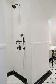Bathroom Design Black And White Shower Floor 43 Ideas Bathroom Floor Tiles, Shower Floor, Bathroom Renos, Small Bathroom, Bathroom Black, White Bathrooms, Shower Tiles, Tiled Bathrooms, Bathroom Ideas