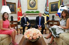 First Lady Melania Trump welcomed King Felipe VI and Queen Letizia of Spain to the White House in a prim and proper summer dress that was a perfect fit for tea time. Donald Y Melania Trump, Donald Trump, First Lady Melania Trump, Spanish King, Spanish Royal Family, Valentino Resort, Valentino Dress, Image King, Us First Lady