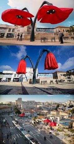 Interactive Flowers Bloom to Provide Shade and Light to Pedestrians in Urban Jerusalem - Architektur Interactive Installation, Interactive Art, Installation Art, Urban Furniture, Street Furniture, Landscape Architecture, Landscape Design, Statues, Street Art