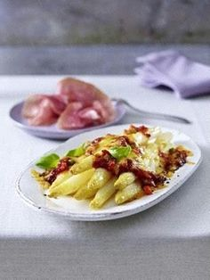 Überbackener Spargel mit Gemüse-Bolognese