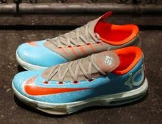 """Nike KD 6 VI """"Blue Crab"""" Sneaker Available Now (Images) Kd Shoes, Sock Shoes, Me Too Shoes, New Sneakers, Sneakers Fashion, Sneakers Nike, Expensive Sneakers, Futuristic Shoes, Kevin Durant Shoes"""