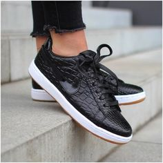 d3bc433fa60f The Nike Tennis Classic Ultra Premium The Nike Tennis Classic Ultra Premium  Women s Shoe combines a