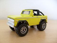 Ford Bronco sale model yellow colour
