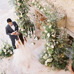 Whoa you guys, this one is good! A wedding styled around the theme of Romeo & Juliet that will make you feel like you escaped to an Italian… Hair And Makeup Tips, Wedding Hair And Makeup, Hair Makeup, Wedding Goals, Dream Wedding, Wedding Day, Wedding Photography Tips, Groom Style, Romeo And Juliet