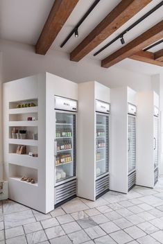 A minimalist juice shop in Amsterdam. Cold pressed juice bar.
