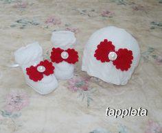 для девочки Шапочка и пинетки 0-12 мес., узор косы, шапка с большим красным бантом, шерстяная, вязанные носки, комплект для новорожденной by tappleta on Etsy
