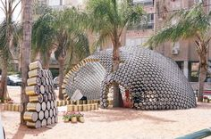This cans pavilion was made during the Bat-Yam International Biennale of landscape urbanism in Israël.