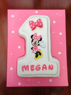 Minnie Mouse cake for a first birthday
