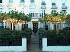 Stylish Budget London Hotels - La Suite - These 8 hotels are budget-friendly but still stylish and classically London. Here's where you should stay when you visit London!